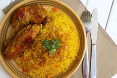 Vermicelles au poulet, une recette 100% sénégalaise! Chicken Vermicelli, Vermicelli Recipes, Chicken Rice Casserole, Chicken Wings, Grains, Curry, Food And Drink, Meat, Cooking