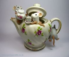 Mice and the tea pots