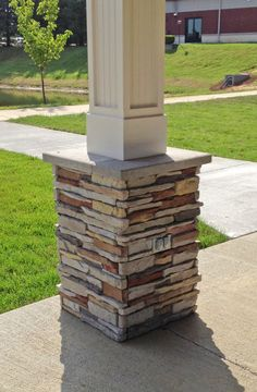 M Rock Install-With-Screws Manufactured Stone - Column Covers Pleasant Valley / Column Wrap Front Porch Pillars, Front Porch Design, Porch Designs, Front Porches, House With Porch, House Front, Veranda Design, Manufactured Stone Veneer, Column Covers