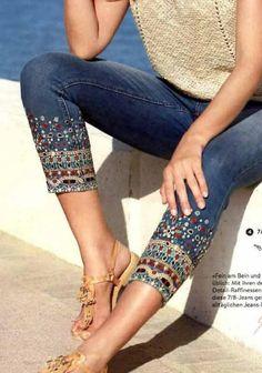 Denim Fashion, Boho Fashion, Fashion Outfits, Outfit Jeans, Jeans Refashion, Mode Hippie, Lace Jeans, Painted Jeans, Denim Ideas