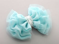 tulle bow- my sister would Tulle Hair Bows, Tulle Headband, Fabric Flower Headbands, Ribbon Hair Bows, Diy Hair Bows, Diy Bow, Fabric Flowers, Lace Bows, Baby Girl Hair Accessories