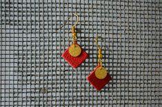 """Boucles d'Oreilles """"Vintage"""" en cuir de la boutique ArmelleCreation sur Etsy Ear Piercings, Crochet Earrings, Etsy, Red, Leather, Articles, Boutique, Jewelry, Stud Earrings"""