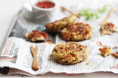 Garlic And Thyme Quinoa Patties. Quinoa is actually very tasty! Healthy Cooking, Healthy Snacks, Cooking Recipes, Healthy Sides, Whole Food Recipes, Great Recipes, Favorite Recipes, Recipe Ideas, Vegetarian