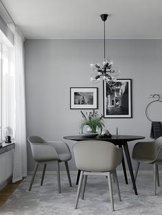 TDC: A Calming Palette + Clean Slate. Interior by Anna Mårselius / photo by Kristofer Johnsson Interior Design Blogs, Gray Interior, Interior Design Inspiration, Interior Design Living Room, Luxury Dining Room, Beautiful Dining Rooms, Dining Room Design, Dining Room Table, Contemporary Dining Room Lighting