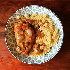 Un petit poulet 🐓 au vin blanc rien de tel pour requinquer les troupes 😊👍😁 bientôt la recette sur le blog 😉  Bonne journée les amis et bon appétit  #onvadéguster #pouletauvinblanc #cuisine #recette #pauldebauche #blogcuisine #cooking #cook #recipe #homemade #cookhomemade #frenchcooking #creme #ideerepas #gourmand Creme, Ethnic Recipes, Food, Hapy Day, White Wine Chicken, Home Made, Amigos, Greedy People, Essen
