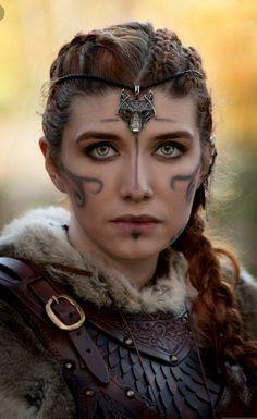 Fantasy Warrior, Fantasy Queen, Viking Queen, Viking Woman, Viking Shield Maiden, Halloween Makeup Looks, Diy Halloween, Viking Halloween Costume, Halloween Scarecrow