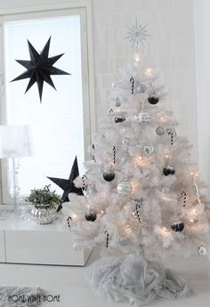 Home White Home Christmas Love, Christmas Ideas, Merry Christmas, Christmas Decorations, Xmas, Holiday Decor, White Houses, Snowflakes, Holidays