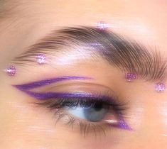 Shared by JACQUELiNE. Find images and videos about fashion, beauty and purple on We Heart It - the app to get lost in what you love. Indie Makeup, Edgy Makeup, Makeup Eye Looks, Eye Makeup Art, Cute Makeup, Pretty Makeup, Skin Makeup, Makeup Inspo, Eyeshadow Makeup