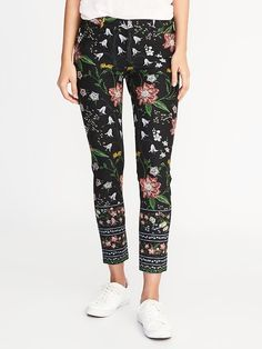 Fall in love with this Old Navy mid-rise pixie ankle pants for women! Features playful and colorful prints on this amazingly flattering stretch pants. Trendy Plus Size Fashion, Teaching Outfits, All Jeans, Pixie Pants, Tunic Tank Tops, Pants Outfit, Women's Pants, Material Girls, Stretch Pants