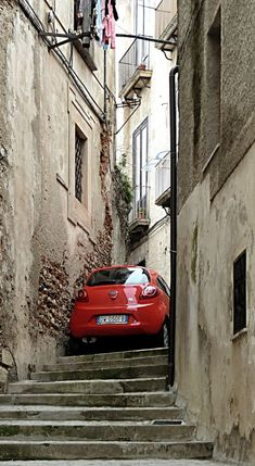 Cosenza, Calabria, Italy // by Pom' on Panoramio It amazes me every time to see how the Italians put away their cars. Naples, Palermo, Capri, Places To Travel, Places To Visit, Italian Style, Sicily, Monuments, Italy Travel