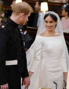 Meghan Markle & Prince Harry Are Married - See Wedding Photos!: Photo Meghan Markle and Prince Harry are officially married! The former Suits actress tied the knot with the prince during a royal wedding held… Prinz Harry Meghan Markle, Meghan Markle Prince Harry, Prince Harry And Megan, Meghan Markle Dress, Meghan Markle Wedding Dress, Harry And Meghan Wedding, Harry Wedding, Wedding People, Magical Wedding
