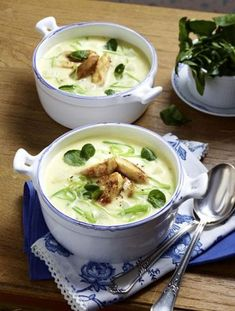Our popular recipe for kohlrabi soup and more than more free . Unser beliebtes Rezept für Kohlrabi-Suppe und mehr als weitere kostenlos… Our popular recipe for kohlrabi soup and over more free recipes on LECKER. Wonton Recipes, Easy Soup Recipes, Crockpot Recipes, Sweet Recipes, Dinner Recipes, Healthy Recipes, Chou Rave, Quick And Easy Soup, Food Dinners