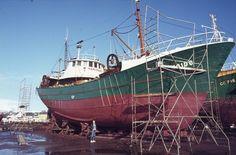 Les chalutiers de 30 mètres construits au chantier de La Pallice (La Rochelle) ont indéniablement marqué l'histoire de la pêche française. Ce chantier a été malheureusement victime d'un incendie en 1969, et tout les plans et archives de cette époque furent détruits. Construits entre 1962 et 1966, ces unités ont été armées dans nombres d'armements des plus grands ports de bretagne sud et de la manche. Voici la liste des 32 navires construits par ce chantiier