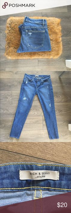 Rich & skinny distressed jeans Preloved❤️ Great condition ! Inseam 28 I would describe these jeans as skinny/ slightly boyfriend cut. Rich & Skinny Jeans Boyfriend