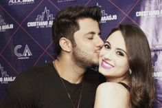 Singer Cristiano Araujo dies along with his girlfriend, a sad car accident.