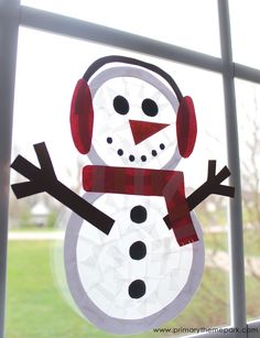 No snow? No problem! Kids will love building snowmen indoors with this adorable suncatcher snowman craft. Free printable templates are included.