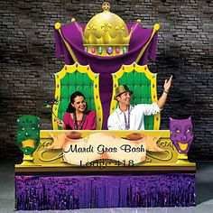 Jazz up your Mardi Gras event with a personalized Mardi Gras Photo setting.  This two piece cardboard Mardi Gras Photo Op is 7 ft. high x 6 ft. wide.