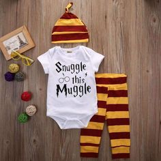 """""""Snuggle this Muggle"""" Harry Potter Baby Set Baby Outfits, Outfits Niños, Outfits With Hats, Toddler Outfits, Kids Outfits, Toddler Rompers, Baby Harry Potter, Harry Potter Baby Clothes, Baby Set"""