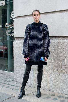 Gestreifter Oversize-Sweater.