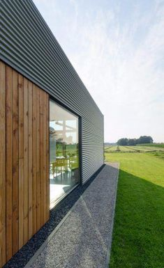 Small amount of timber cladding creates interest. Not much timber used to give a expensive quality feel. Cladding would match whats been used on the existing deck enclosure. House Cladding, Facade House, Wooden Cladding, Metal Facade, Tin House, Shed Homes, Modern Barn, House Extensions, Modern Architecture