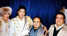 <3 Michael Jackson <3 - not sure who that is next to him - maybe Danny DeVito?