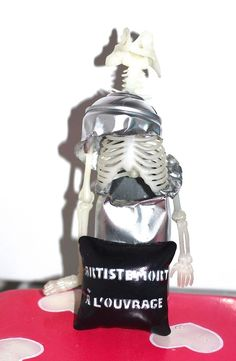 Bombe Custom Can's Simy First Urban Street Art Skull Phosphorescent Squelette