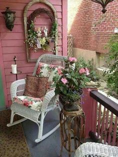 Remarkable Tips For An Incredible Shabby Chic Christmas Improving your home can be done for a number of reasons. Others hope to make money by increasing the value of their house. Shabby Chic Veranda, Shabby Chic Porch, Shabby Chic Cottage, Shabby Chic Homes, Shabby Chic Decor, Cottage Style, Romantic Cottage, Cottage Porch, Rose Cottage