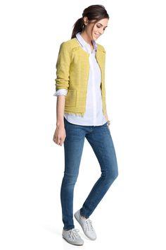 Cardigan aus Baumwollmix - Verspielte gelbe Strickjacke von Esprit. Mit Häkchenverschluss und Fransen sieht sie besonders toll aus. - ab 89,99€