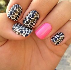Giraffe print and hot pink accent nail