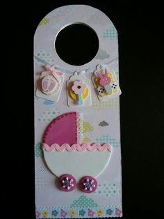 Cuelga puertas para bebita Diy Door Knobs, Doorknob Hangers, Door Hangers, Polymer Clay Embroidery, Baby Door, Decoupage Tutorial, Art N Craft, Baby Cards, Craft Fairs