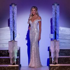 Tori Kruse placed 1st Runner-up at Miss Missouri USA 2017 wearing this dazzling silver and nude evening gown! The Color- Metallic neutral tones have been such a staple in pageantry over the years. The elegance of this muted color palette goes without saying. These color shades look absolutely stunning against Tori's bronzed complexion and blonde hair. Pageant Hair, Pageant Dresses, Homecoming Dresses, Beauty Pageant, Formal Dresses, Formal Wear, Estilo Kaftan, Miss Universe Dresses, School Dance Dresses
