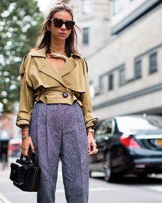 Den yndige stylist og designer Natasha Goldenberg også kendt som en del af The Russian Fashion Pack er opskriften på coolnessHer rocker hunen dekonstrueret trenchcoat og bruger den nærmest som en casual skjorte nedringet og oprullet - vi elsker det! Vi guider til looket i månedens ELLE#ELLEmarts #fashion #streetstyle @ngoldenberg  via ELLE DENMARK MAGAZINE OFFICIAL INSTAGRAM - Fashion Campaigns  Haute Couture  Advertising  Editorial Photography  Magazine Cover Designs  Supermodels  Runway…