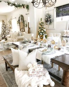 How to turn your home into a winter wonderland? A snowy white, flocked or pure white Christmas tree is a nice idea. Take a look at these white winter wonderland christmas tree decor ideas that trending Indoor Christmas Decorations, Christmas Table Settings, Christmas Tablescapes, Christmas Tree Themes, Xmas Table Decorations, Christmas Ideas, Winter Wonderland Christmas, Christmas Room, Christmas Decorating Themes