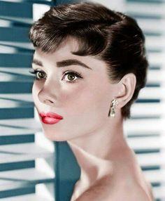 Audrey Maquillaje Audrey Hepburn, Audrey Hepburn Eyebrows, Audrey Hepburn Photos, Audrey Hepburn Style, Hollywood Glamour, Classic Hollywood, Taurus Woman, Actrices Hollywood, Fair Lady