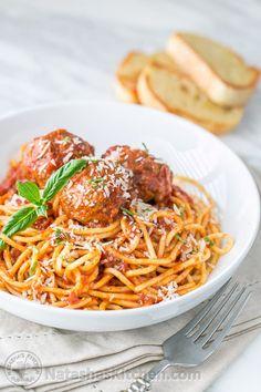 The Best Spaghetti and Meatballs!! Here's the secret to making meatballs uber juicy & tasty! #spaghettiandmeatballs #spaghettimeatballs #meatballs #spaghetti #pasta #italian #natashaskitchen Best Spaghetti Recipe, Spaghetti Recipes, Pasta Recipes, Spaghetti Sauce, Sausage Spaghetti, Spaghetti Dinner, Salsa Marinara Casera, Pasta Casera, Meatball Recipes