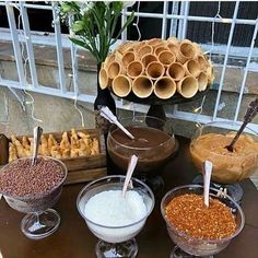 New wedding food catering simple Ideas Wedding Food Catering, Die Dinos Baby, Food Stations, Icecream Bar, Ice Cream Party, Candy Buffet, Food Presentation, Dessert Table, Food And Drink
