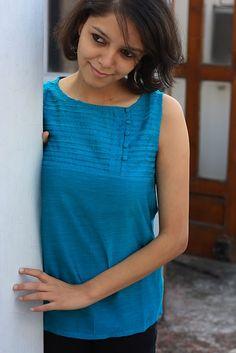 Short Kurti Designs, Printed Kurti Designs, Salwar Designs, Kurti Designs Party Wear, New Blouse Designs, Designs For Dresses, Cotton Tops For Jeans, Jeans Top Design, Kurti With Jeans