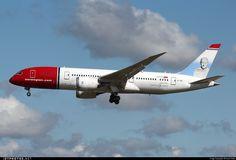 Boeing 787-8 Dreamliner EI-LNB 35305 London Gatwick Airport - EGKK