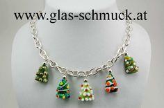 Glasschmuck-Halskette mit Christbäumen 2