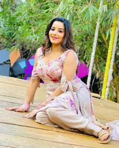 Beautiful Women Over 40, Beautiful Girl Indian, Most Beautiful Indian Actress, Beautiful Ladies, Hot Actresses, Indian Actresses, India Beauty, Asian Beauty, Bhojpuri Actress