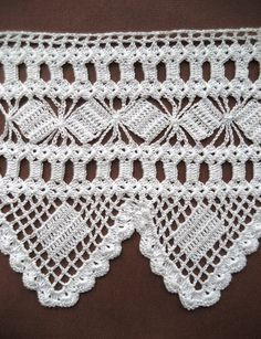 Crochet  scarf , hankie, pillowcase and tablecloth edgings styles. ♥