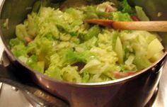 Régime Dukan (recette minceur) : Potée de choux blanc à la cocotte minute #dukan http://www.dukanaute.com/recette-potee-de-choux-blanc-a-la-cocotte-minute-3086.html