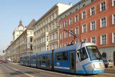Tramwaj mknie ulicą Grodzką, w oddali Uniwersytet wROCŁAWSKI Poland, Night, City, World, Cities, The World