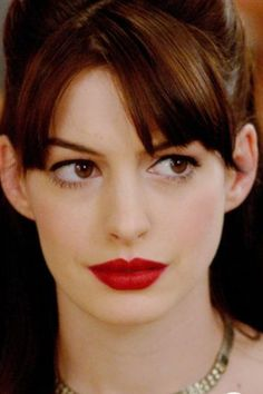Actriz Anne Hathaway, Anne Hathaway Style, Friends With Benefits, Jennifer Love Hewitt, Beauty Make Up, Amelie, Makeup Inspo, Best Makeup Products, Galleries