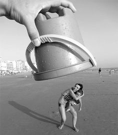 15 surreal photos created with forced perspective photography. No CGI, no photoshop, can you tell how they did it? - Unbelievable Examples of Forced Perspective Perspective Forcée, Perspective Pictures, Perspective Drawing, Creative Photography, Photography Tips, Funny Photography, Illusion Photography, Summer Photography, Beach Photography Friends