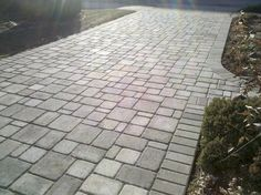 Suggestions for materials and designs of driveway pavers Driveway Paving, Brick Walkway, Brick Paving, Driveway Design, Concrete Driveways, Walkways, Cement Pavers, Driveway Ideas, Cobblestone Patio
