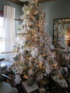 THIS IS WHAT i WANT MY TREE TO LOOK LIKE  Beautiful white Christmas tree