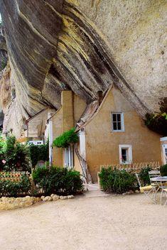 Francia: i posti curiosi da visitare - Les Eyzies