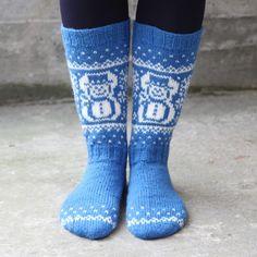 Snømann sokk - til nett 2000 x 2000 Sock Yarn, Knitting Socks, Knit Patterns, Mittens, Snowman, Slippers, Basket, Design, Christmas