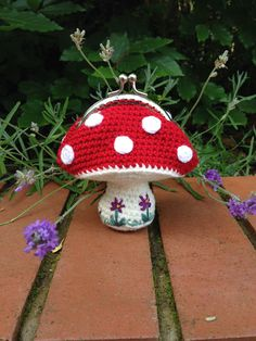Ravelry: Toadstool Coin Purse by Laura Sutcliffe